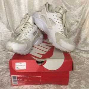 Nike Air Huarache 318429 111 Gently Used in Patina